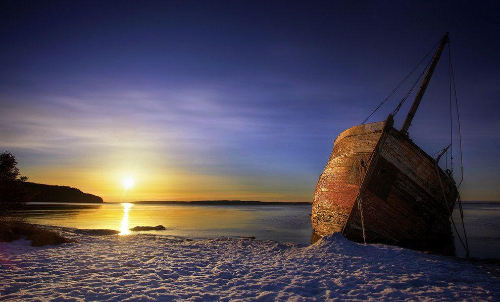 L'aube sur les berges enneigées de Baie-Saint-Paul : | 15 paysages d'hiver inoubliables que vous ne verrez qu'au Québec
