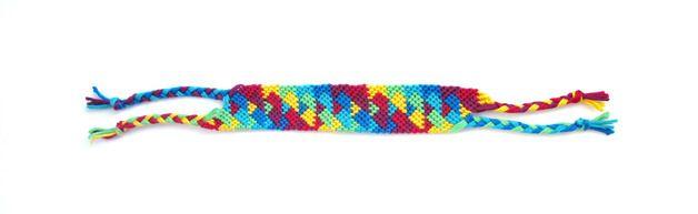 Weiteres - Buntes Freundschaftsband mit Dreiecks-Muster - ein Designerstück von meine-lieblingsfarbe-ist-bunt bei DaWanda