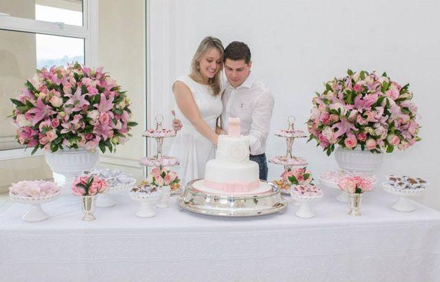 Decoraç u00e3o de Noivado branco e rosa bolo blog de noivas007 a Noivado Engagement Casamento  -> Decoração De Mesa De Bolo De Noivado Simples