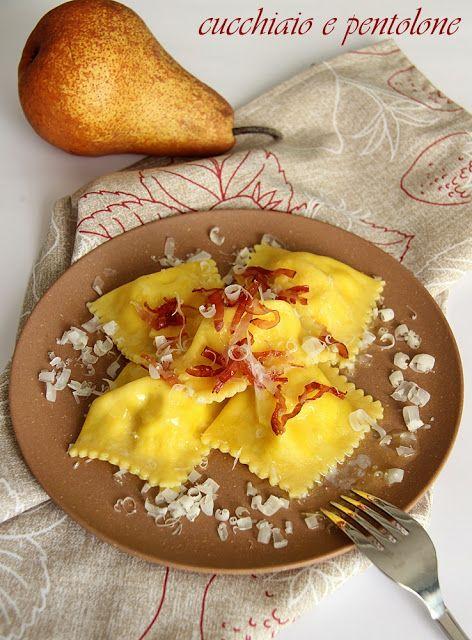 ravioli di pere con speck , PEARS AND CHEESE RAVIOLI WITH CRISPY BACON