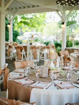 TABLE RUNNERS For Cirlce Tables | Wedding Ideas / Burlap Table Runner On Round  Tables