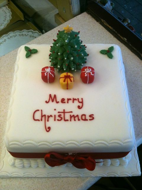 Ideas For Decorating A Square Christmas Cake