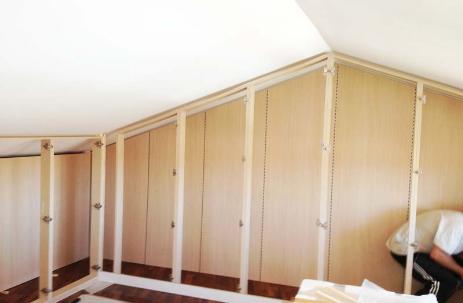 Cabina armadio mansarda legno | Armadio a muro, Costruire ...