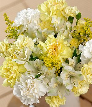 Sunshine Bouquet - A beautiful bouquet with yellow and ...