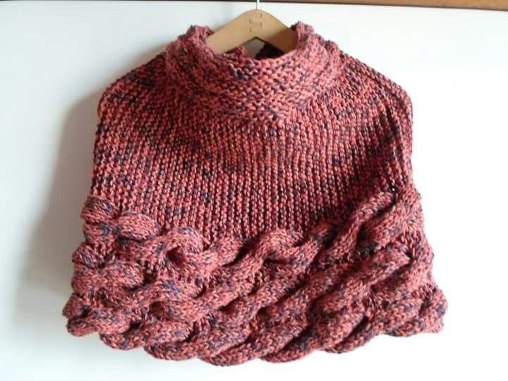 Stola/cappa in lana con intrecci