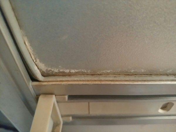 浴室ドアの水垢やカビをカビキラーを使わずに掃除した結果 掃除屋