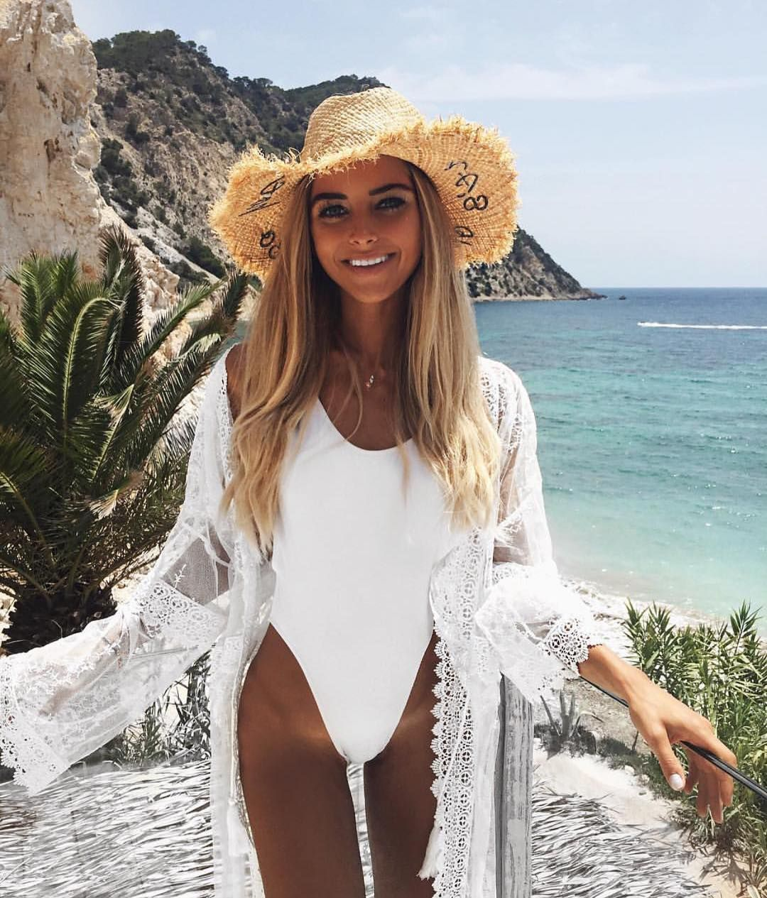 1,892 Μου αρέσει!, 30 σχόλια - Azzura Swim (@azzuraswim) στο Instagram: Stunning in white  #beachvacationclothes
