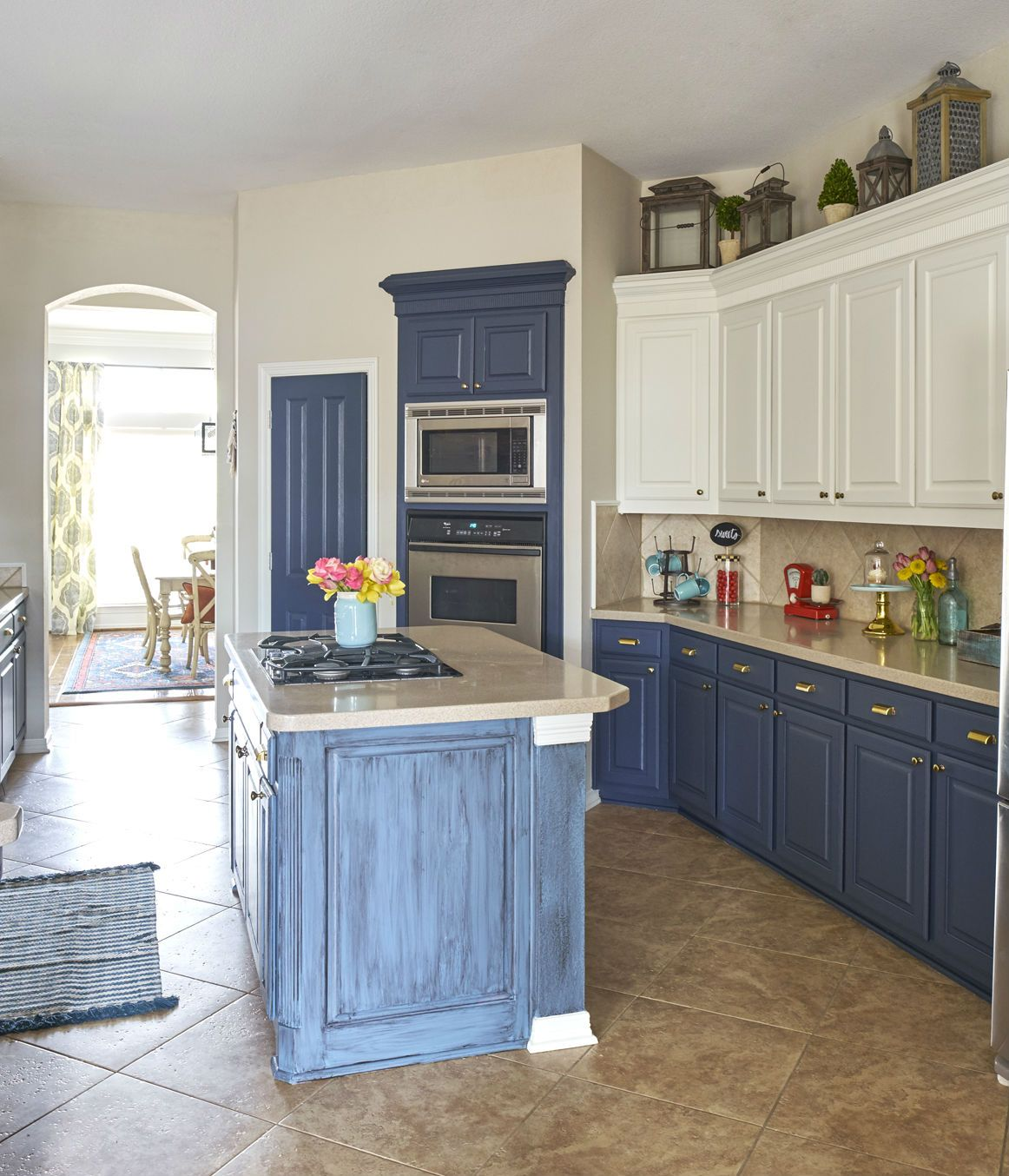 Wolf Dartmouth Cabinets In White Featured In A Dallas Texas Home Designed By Kitchen Design Concep Kitchen Cabinets Classic Kitchens Classic Kitchen Cabinets
