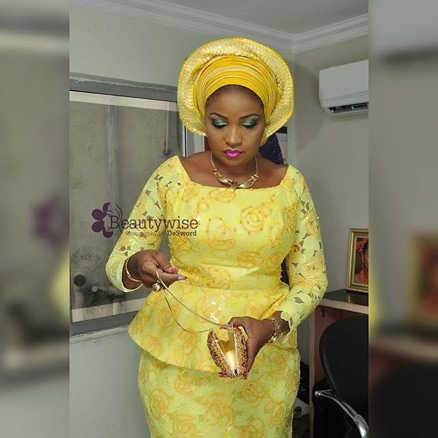 Stepping out in yellow! mua @beautywise_bola #yellow #tradlook #guestinspiration