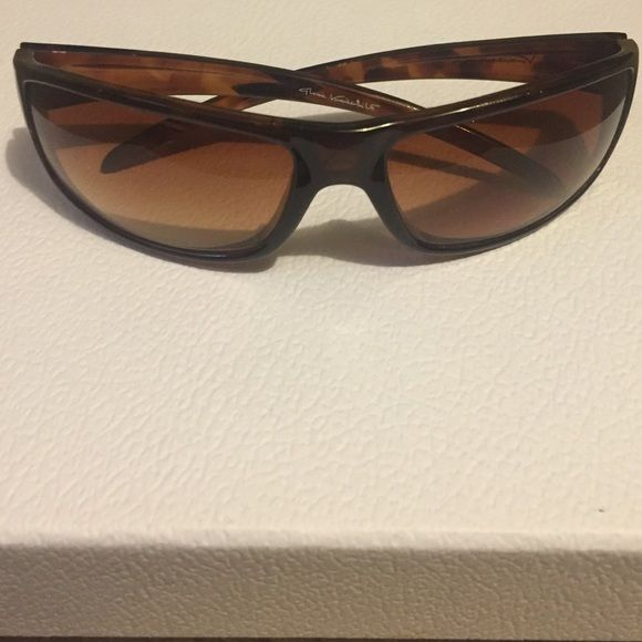 Gloria Vanderbilt Sunglasses Shape Rectangle. Bridge: Single bridge. Brown. Gloria Vanderbilt Accessories Glasses