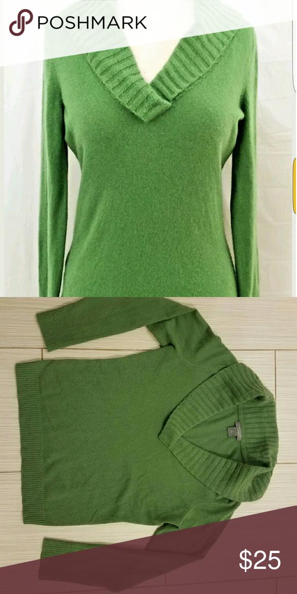 Banana Republic Green 100% Cashmere Sweater M Great used condition Banana Republic cashmere green sweater. Banana Republic Sweaters Cowl & Turtlenecks