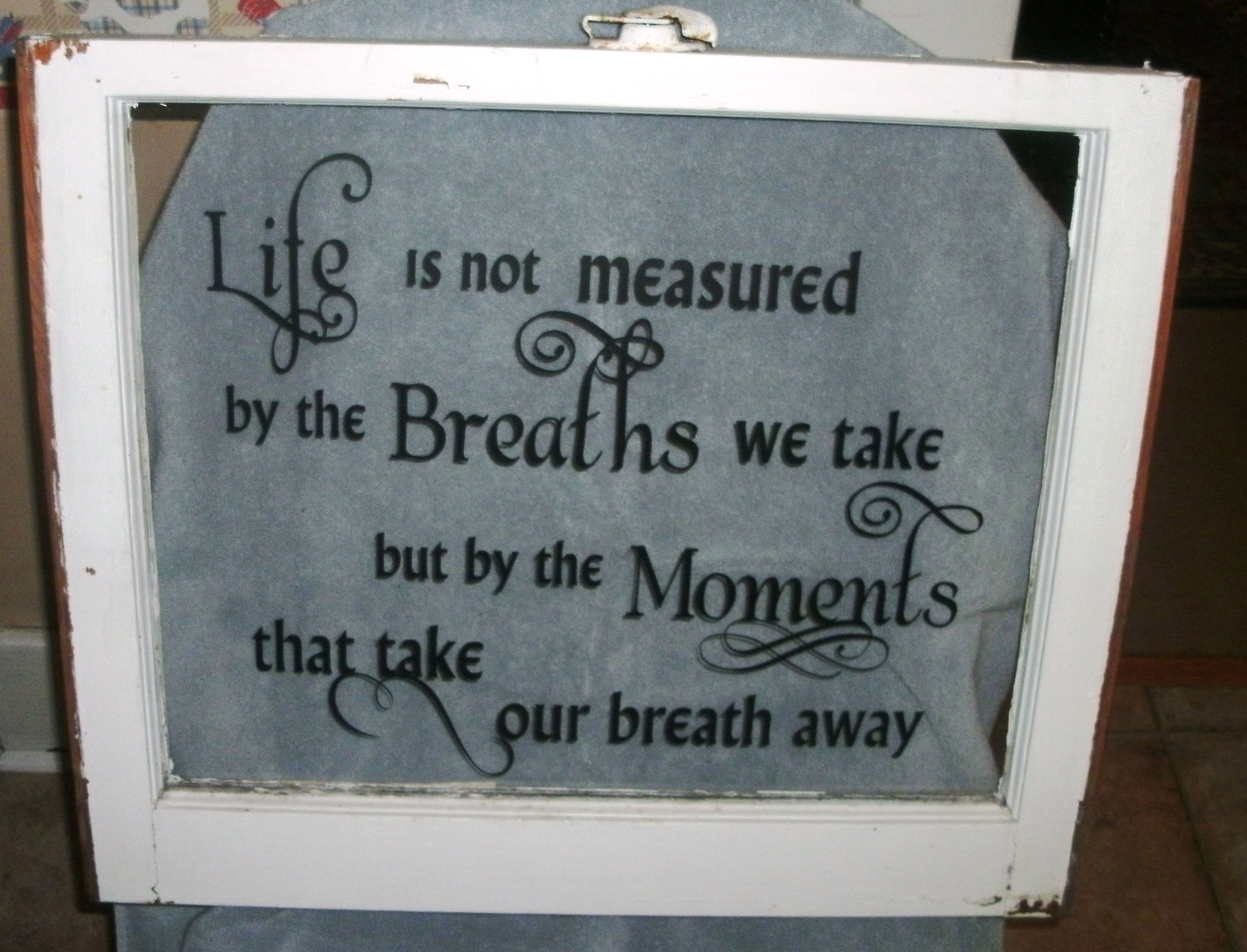 Vinyl lettering decals for crafts - An Old Window With Vinyl Lettering What A Great Idea For Re