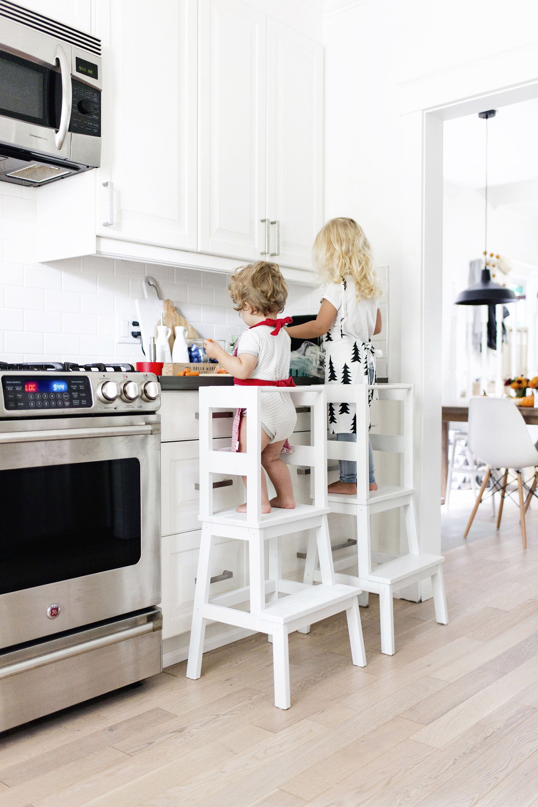 Make a toddler learning tower using a bekv m stool from for Ikea montessori hack