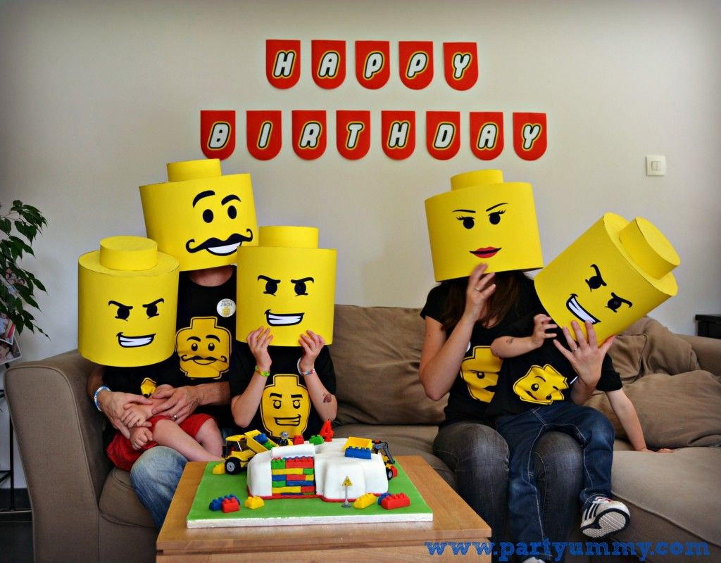 Costume lego photo famille anniversaire anniversaire enfant pinterest photo famille lego - Deguisement tete de lego ...