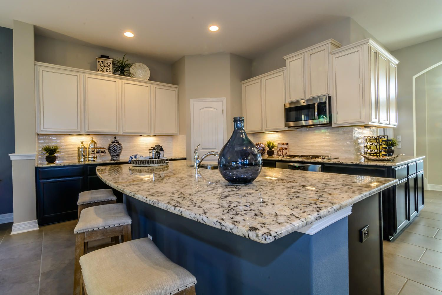 Sweetwater jacquelyn chesmar homes this is the house i want granite looks nice with the white cabinets and dark floors dailygadgetfo Image collections