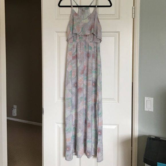 Lauren Conrad summer maxi dress So cute! Selling only because I like my dresses a little longer. Offers welcomed :) Lauren Conrad Dresses Maxi