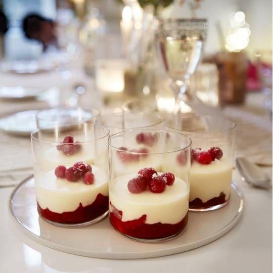 Witte chocolademousse met cranberry en peer