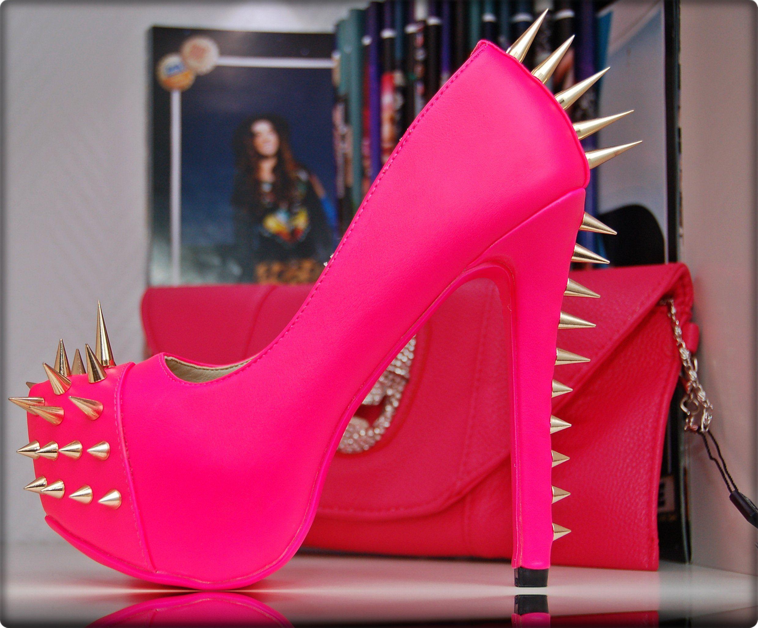 Konstante Mach es gut Mama  Luxus Nieten Pumps in Neon Pink oder Schwarz mit Gold spikes (35, Pink):  Amazon.de: Schuhe & Handtaschen | Rosa high heels, Strumpfhosen highheels,  Süße schuhe