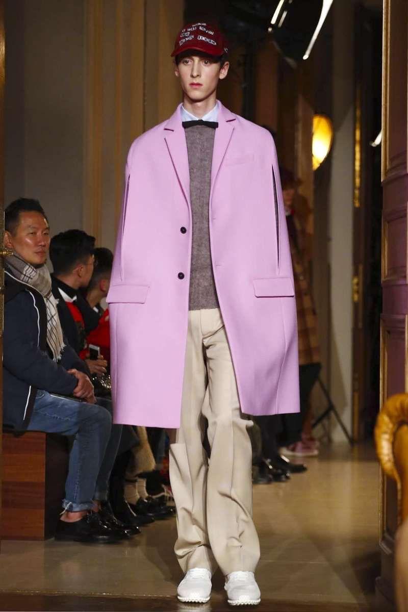 Male Fashion Trends: Valentino Fall-Winter 2017 - Paris Fashion Week