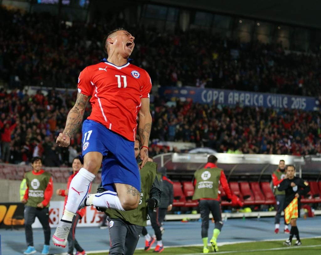 #CHI 2-1 #PER 74' Carrillo departs and Pizarro on, while Lobatón is off for Yotún #Chile2015 http://bit.ly/1NuD6rl