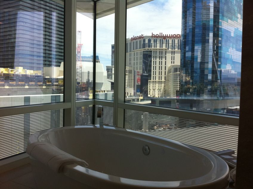 The Standalone Tub In Aria S Corner Suite With A View Of The Strip One Of My Favorite Las Vegas Hotel Bathrooms Las Vegas Suites Las Vegas Hotels Vegas Suites
