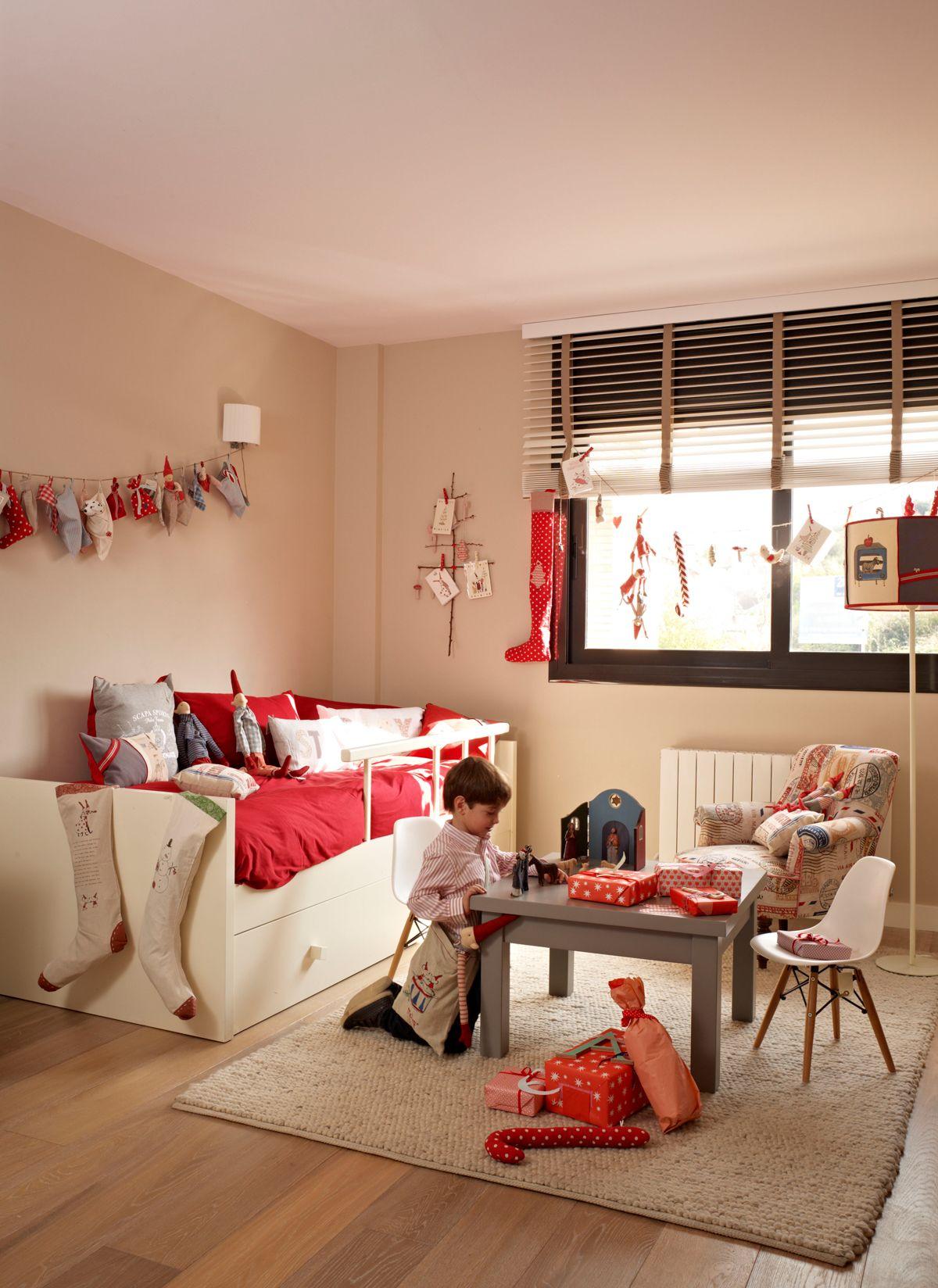 Dormitorio de ni os con cama blanca mesita silla l mpara de pie