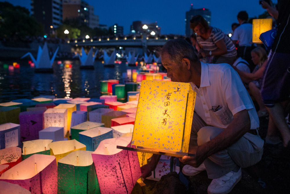 Hiroshima pays tribute to bombing victims with hundreds of colorful lanterns - http://www.baindaily.com/hiroshima-pays-tribute-to-bombing-victims-with-hundreds-of-colorful-lanterns/