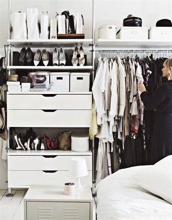 Ikea S Stolmen Open Wardrobe System With Carrier Bags On Top Shelf Soluciones De Armario Armario Abierto Stolmen Ikea