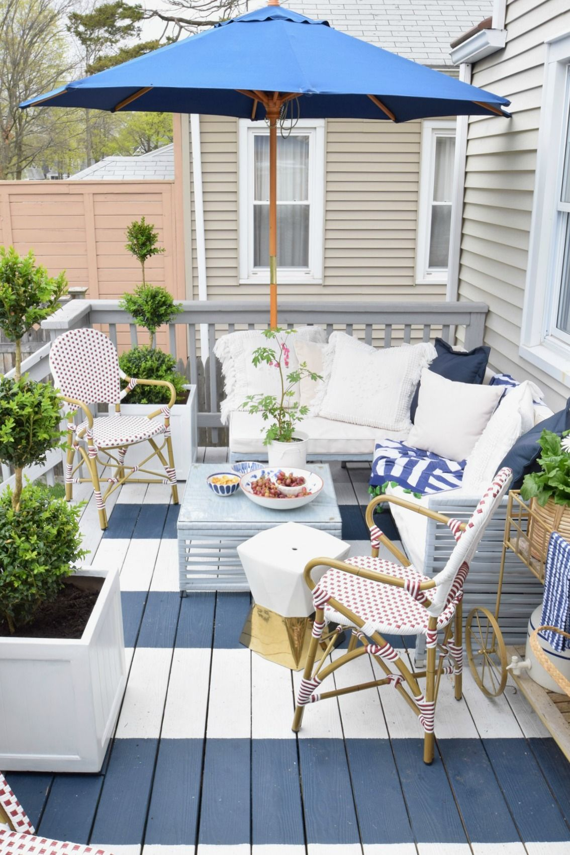 Outdoor Casual Dining on our Painted Deck   Decking, Backyard and Porch