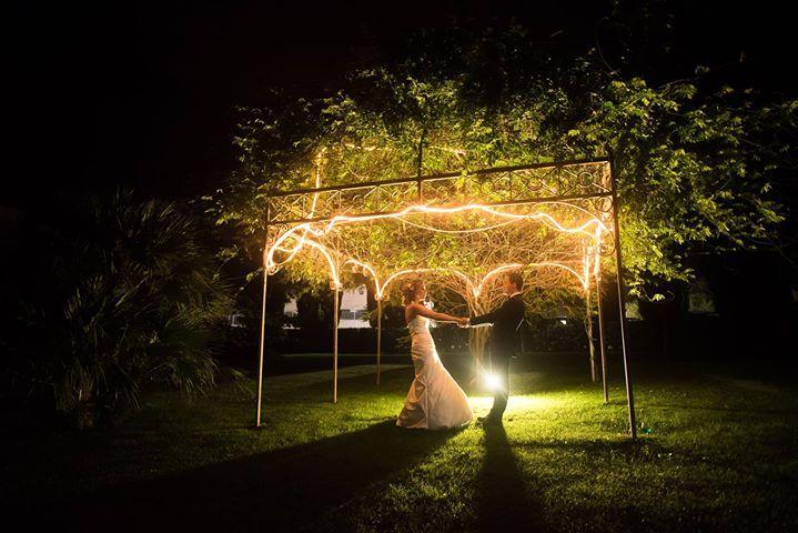 Photo de couple pendant le mariage d'Elodie et Cédric.  Réservez votre shooting photo ou reportage de mariage sur: http://ift.tt/1oPUHC3 - http://ift.tt/1oPUHC3