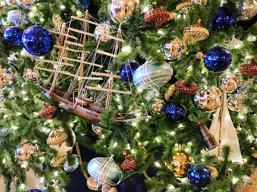How To Tour Epcot Resorts At Christmas Epcot Disney Vacations