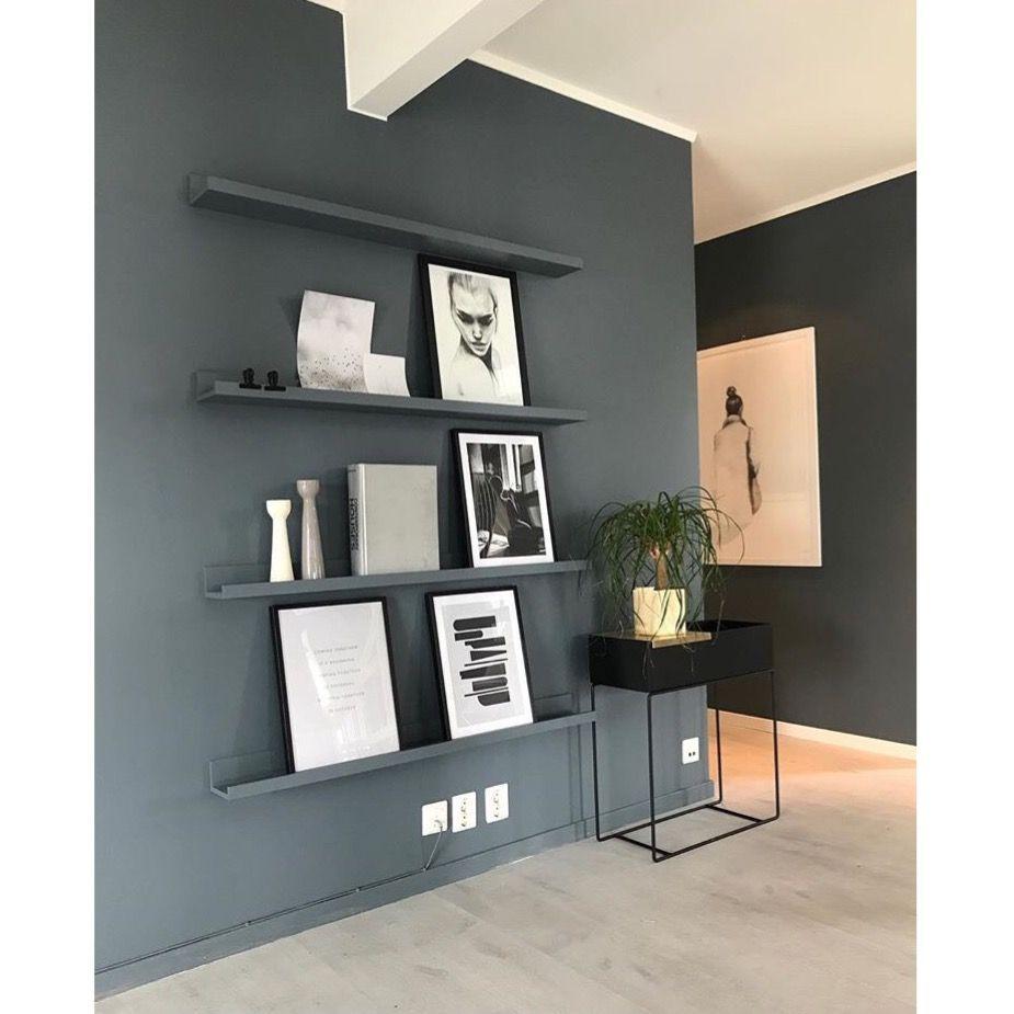 Deco Salon Moderne Avec Cadre Photo En Noir Et Blanc Sur étagère