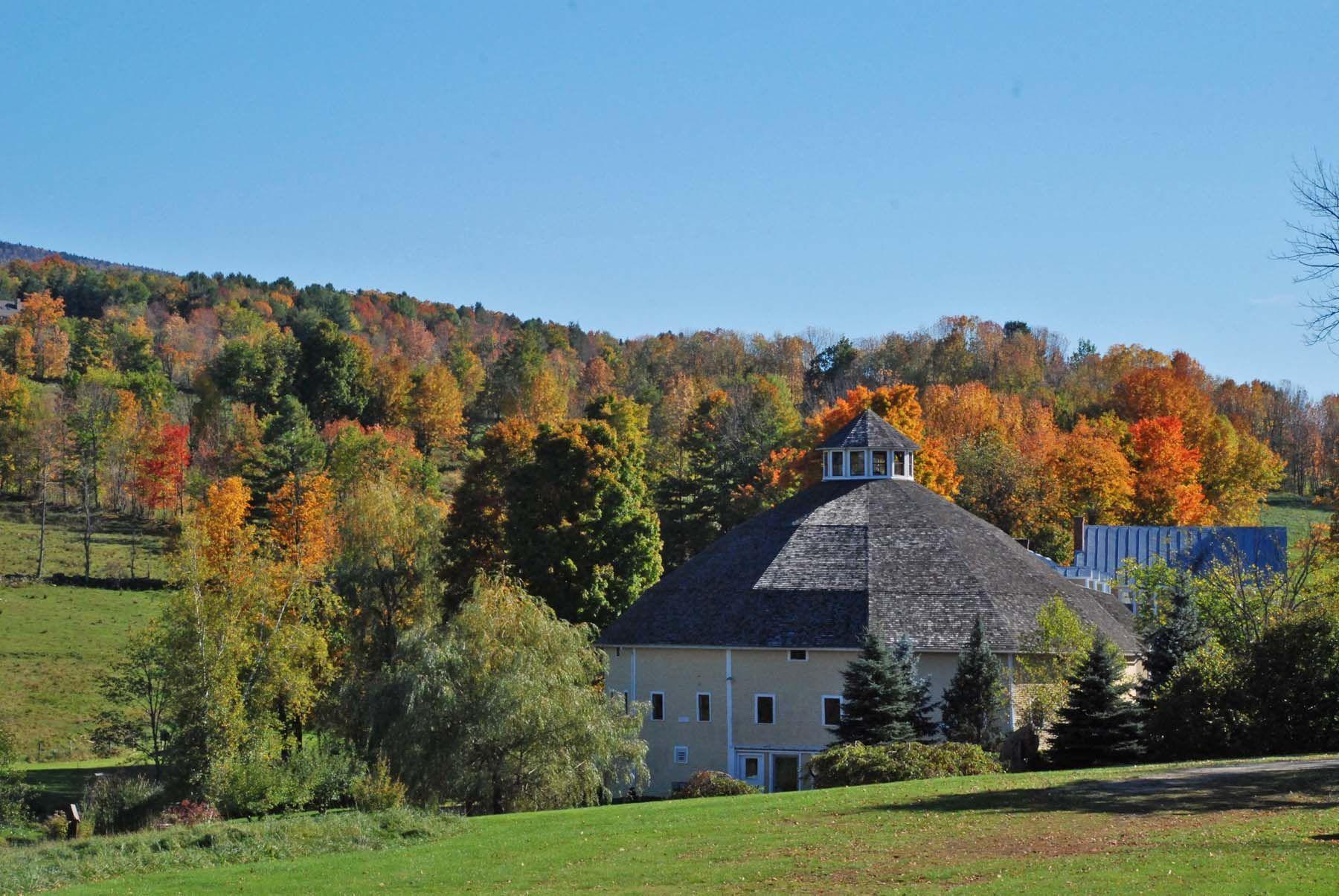 Autumn view at the Inn at Round Barn Farm, Waitsfield, VT ...