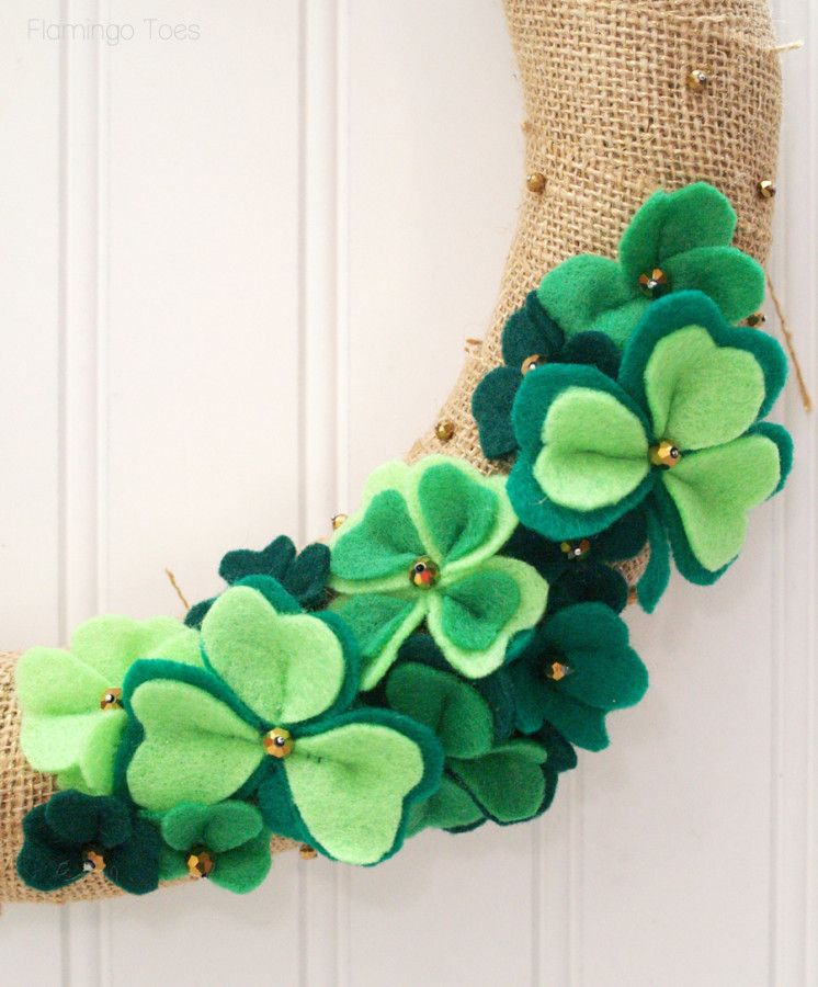 LUCKY SHAMROCKS ST. PATRICK'S DAY WREATH - These little shamrocks would make adorable hair clips or head bands!