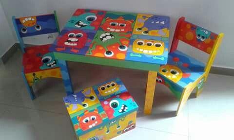 mesas y sillas pintadas para niños