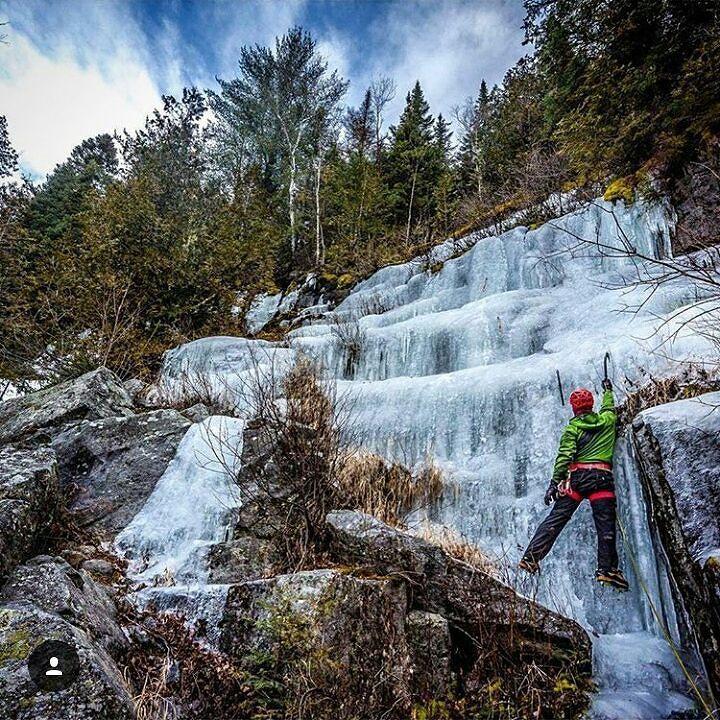 Le froid ça permet aussi ça! Escalade sur glace à la Réserve faunique Mastigouche par @Serge_dewor.  #Lanaudiere #RapprochezVous #QuebecOriginal #ExploreCanada