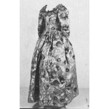 Robe and petticoat, c.1760. V&A T.35-1926