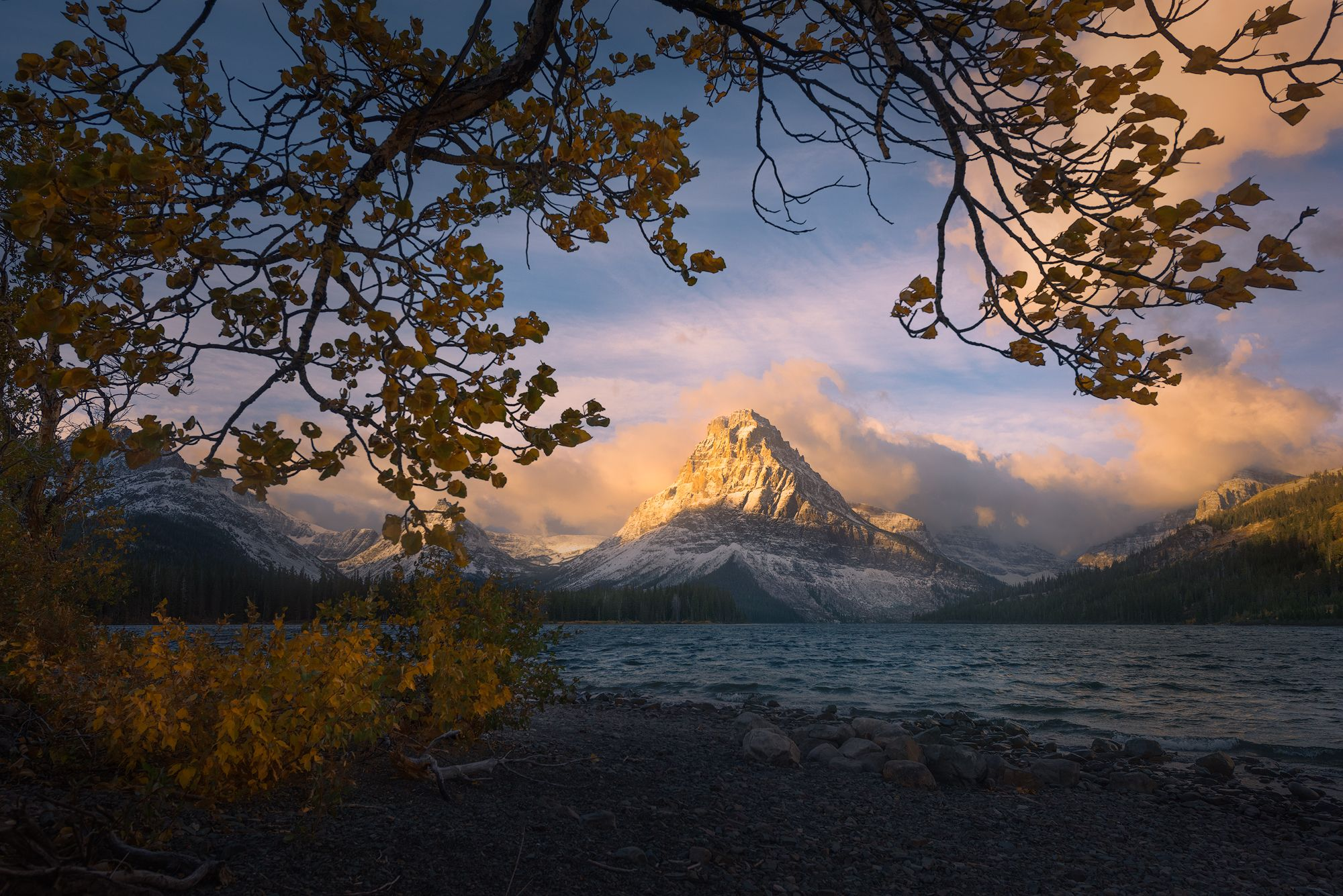 Sinopah Mountain In Glacier National Park Framed By Peak Fall Foliage An Incredible Moment In Nature Oc Glacier National Park Grand Landscape National Parks
