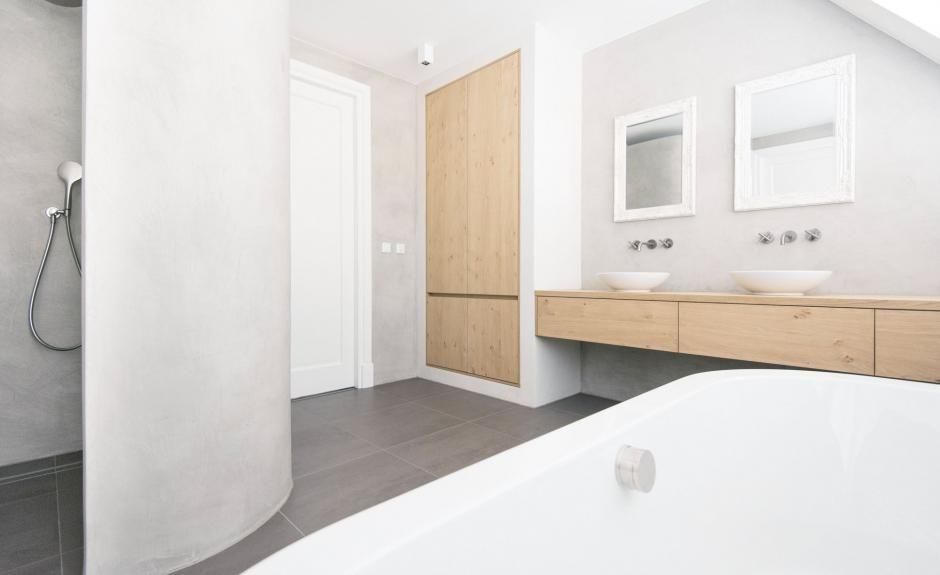 Badkamer met rond bad en muren in de Beton Cire, Het Badhuys | Het ...