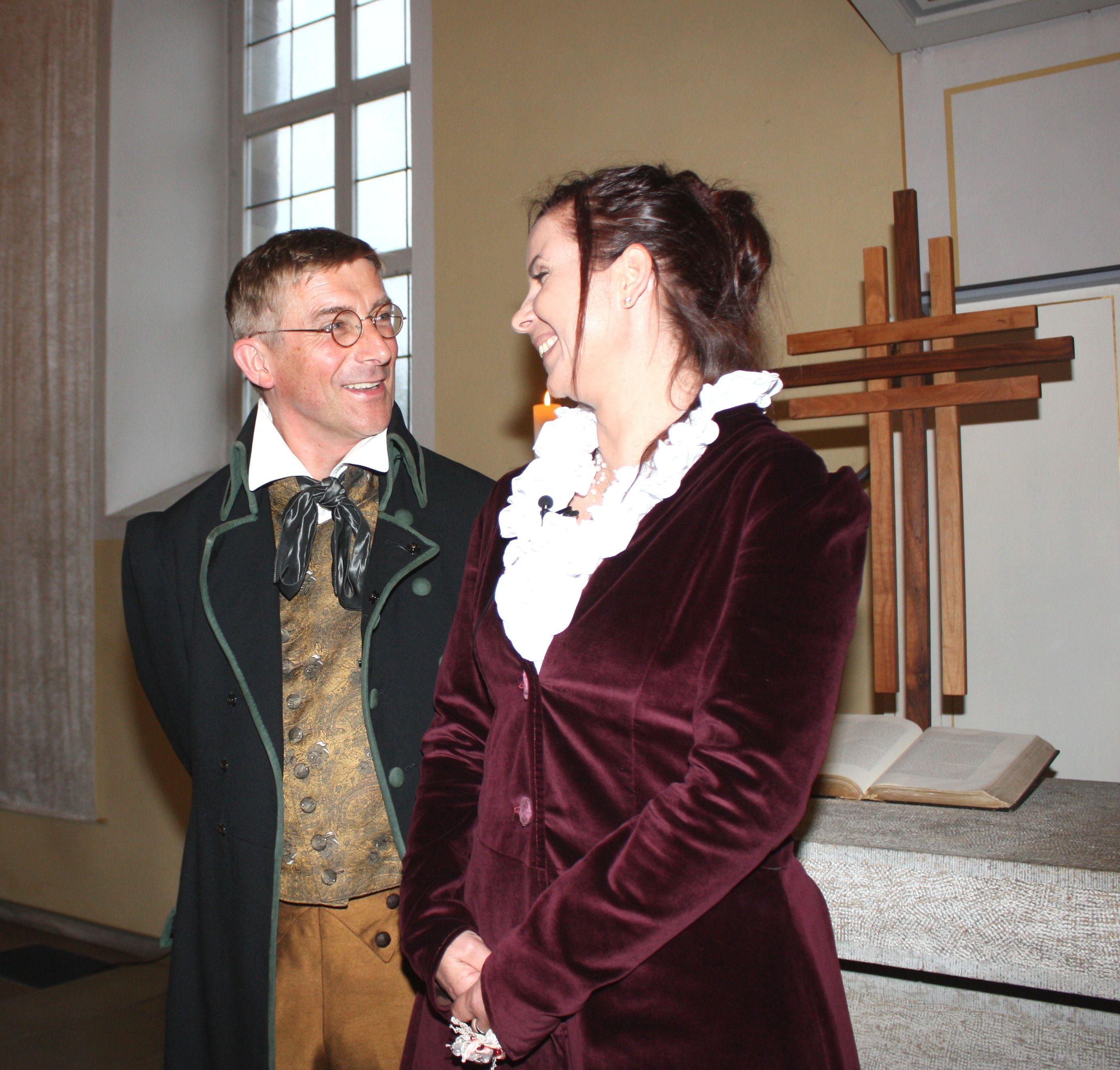 Fräulein Wild erzählt mit Wilhelm Grimm in der Kirche...