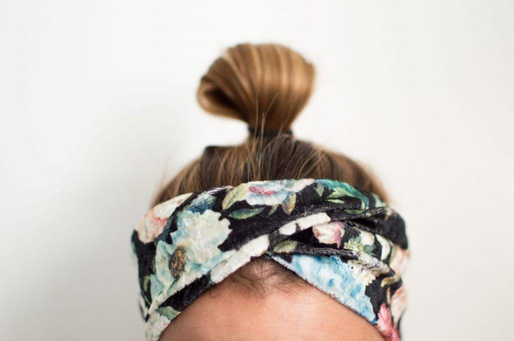 der Drehung etwas nach oben und fixierst genau darunter die Drehung mit ein paar #hairbands