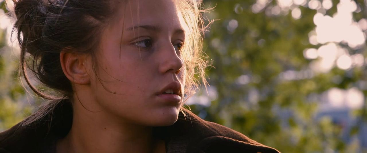 Adele Exarchopoulos Blau Ist Eine Warme Farbe Blue Is The Warmest Colour Filmgrab Blue Is The Warmest Colour Warm Colors Color