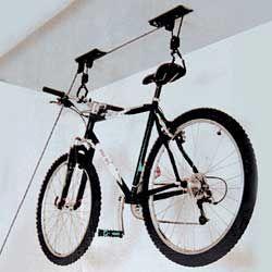 fahrradlift bringt ordnung in keller und garage garage fahrrad fahrradst nder und fahrradlift. Black Bedroom Furniture Sets. Home Design Ideas