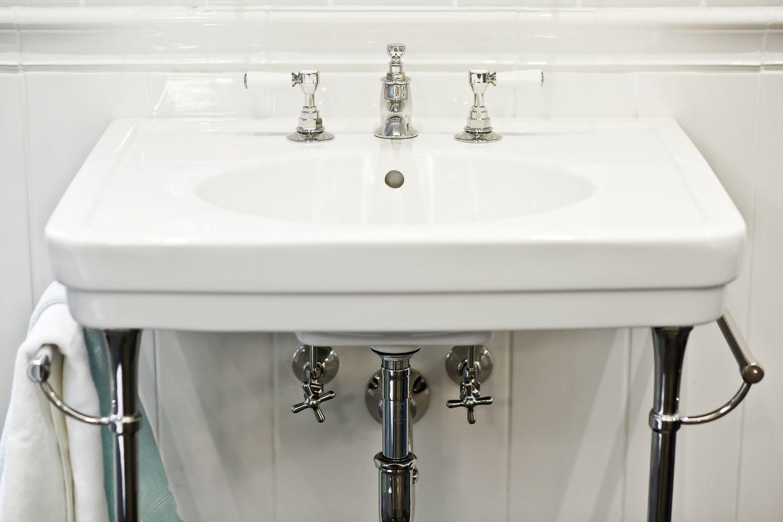 highgate low profile three hole deck mounted lavatory