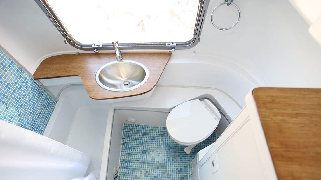 1971 Sovereign 31' - Tish | Airstream bathroom, Airstream ...