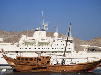 Compare Contrast Past Present Yachts Dhow Boats Boat Yacht Sailing