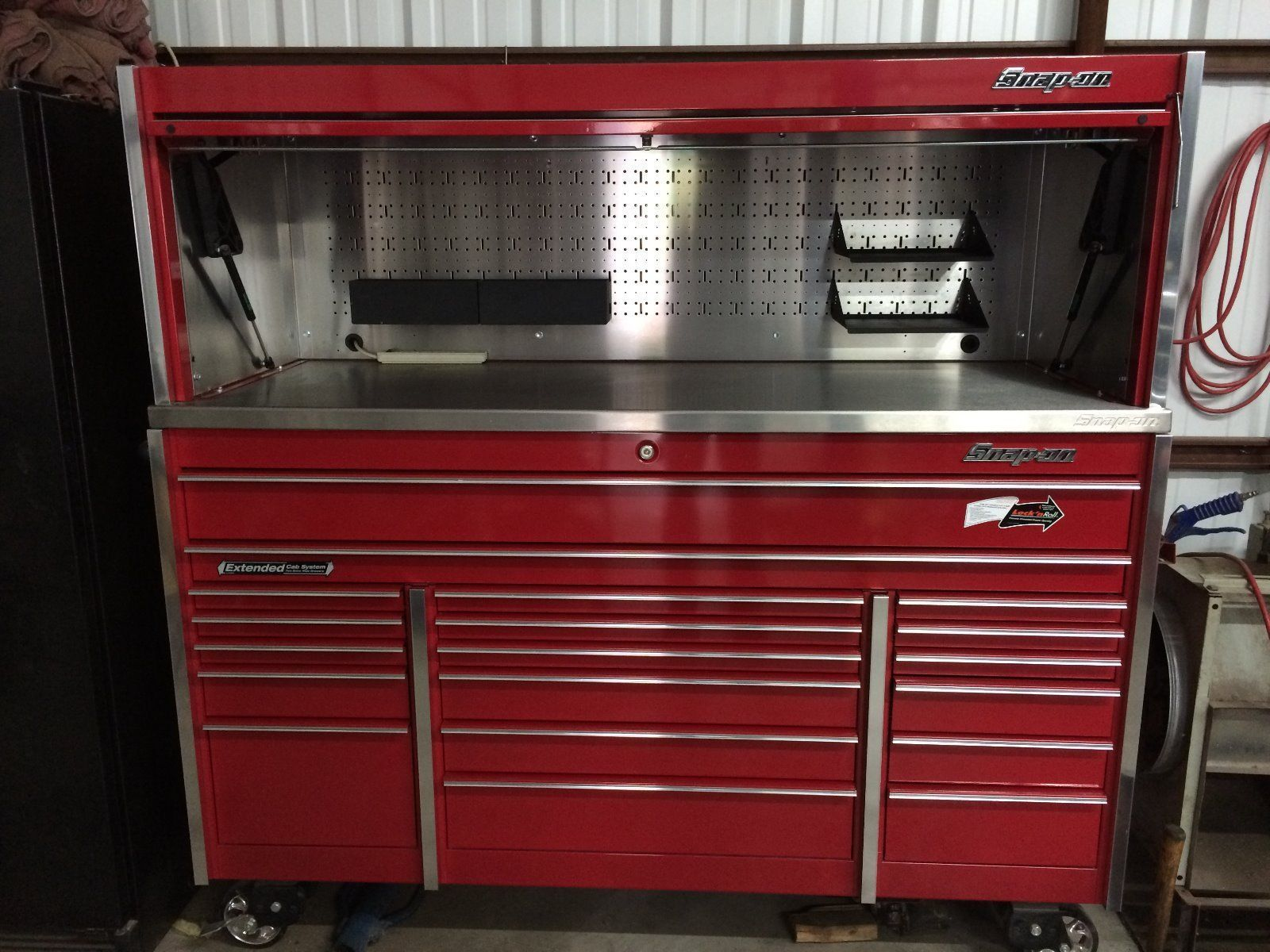 how to clean snap on tool box
