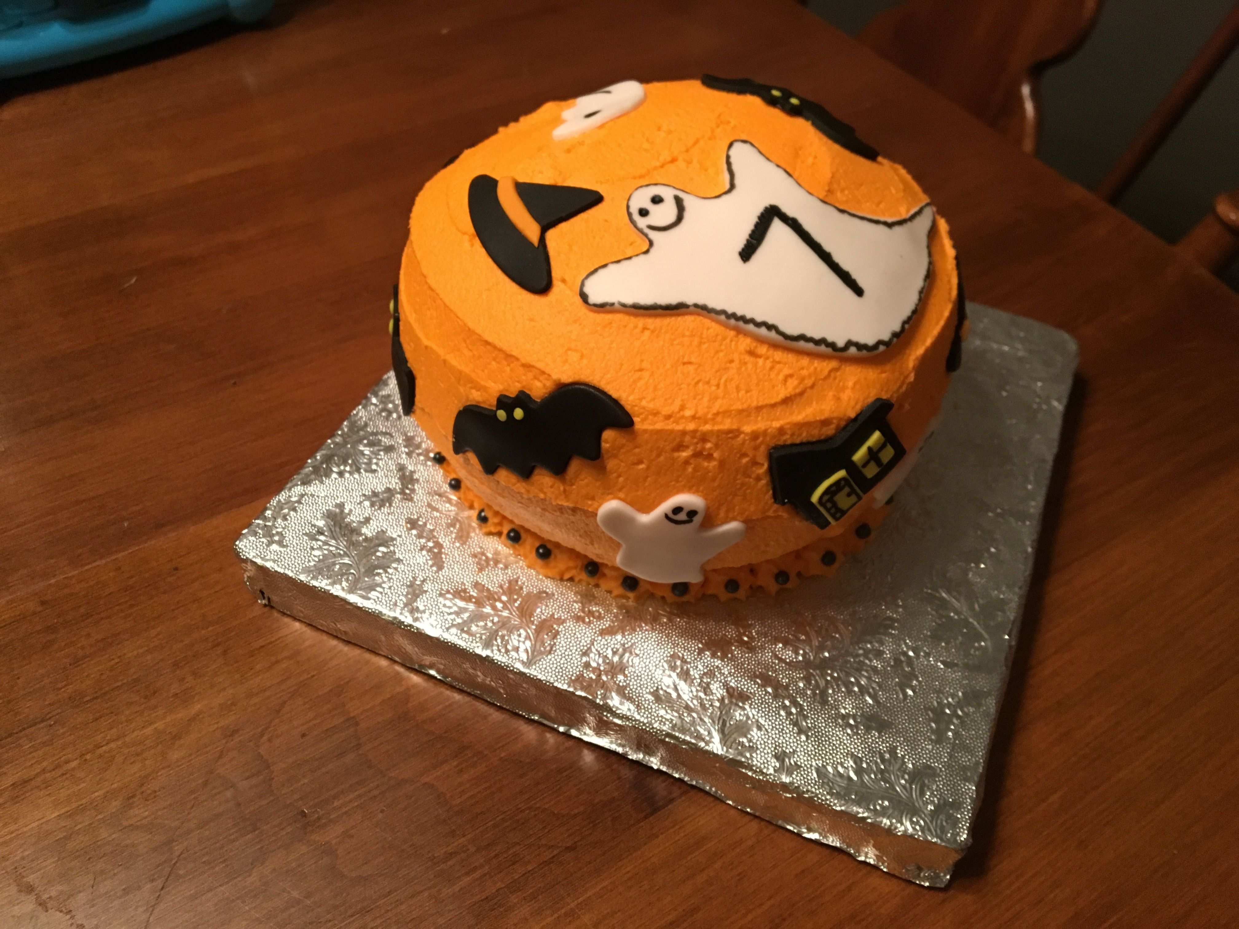 Halloween Cake Its a 6 cake 3 high Filled with strawberry