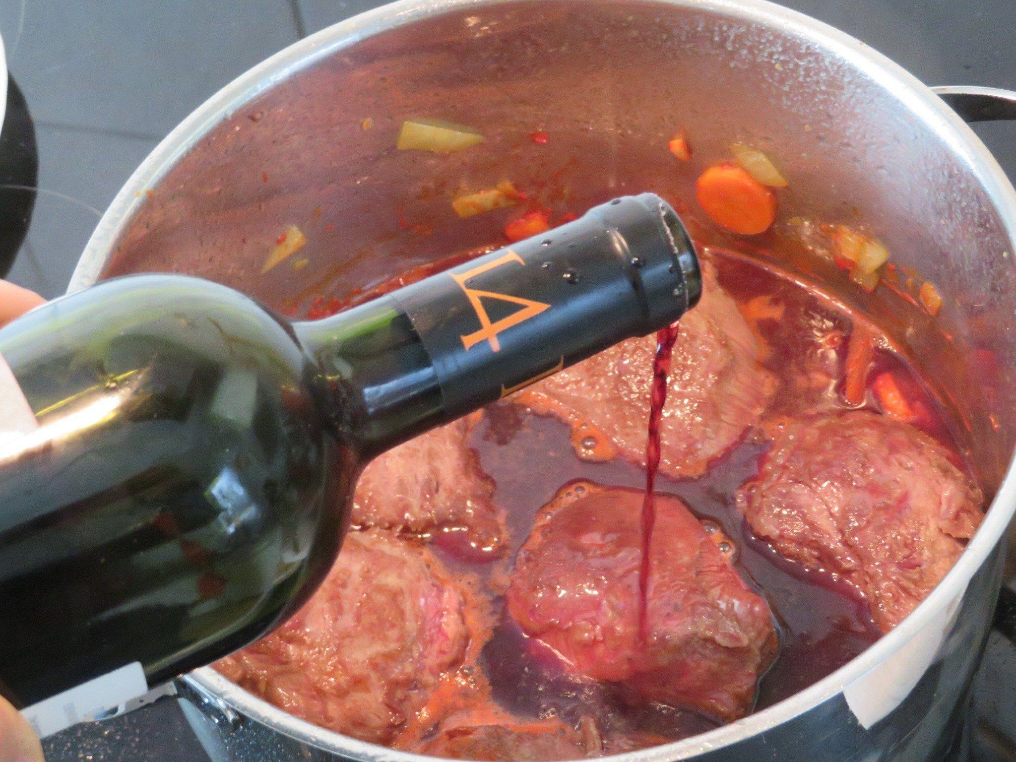 Geschmorte Kalbsb Ckchen Mit Rotweinso E Recipes Recipesideas Easyrecipes Easyrecipesideas In 2020 Red Wine Sauce Deer Meat Recipes Crockpot Recipes Beef