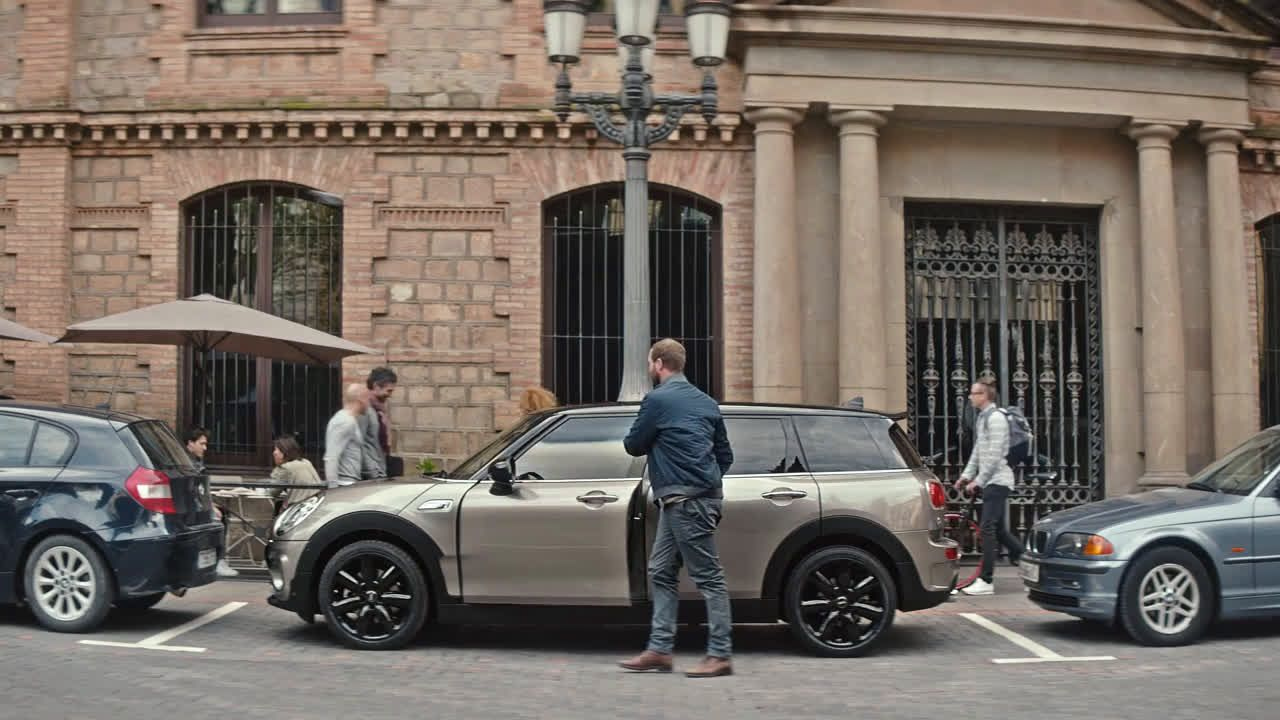 Mini The Spacious Mini Clubman Helpful Technology Advert Uk 2018